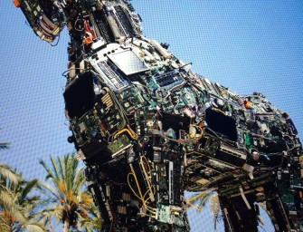 Trojanisches Pferd aus Computerschrott, der mit Trojanern infiziert war